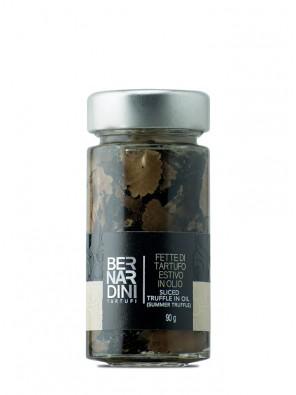 Rebanadas de trufa negra de verano en aceite de oliva